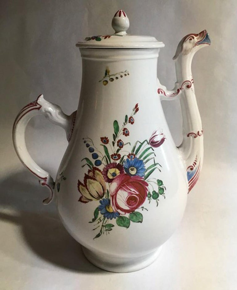 This is a beautiful piece in Italian porcelain handmade by Richard Ginori. The high quality of this italian production of Doccia, is recognizable at first glance. The flower decoration with pink roses, multicolored country flowers and tulips is hand