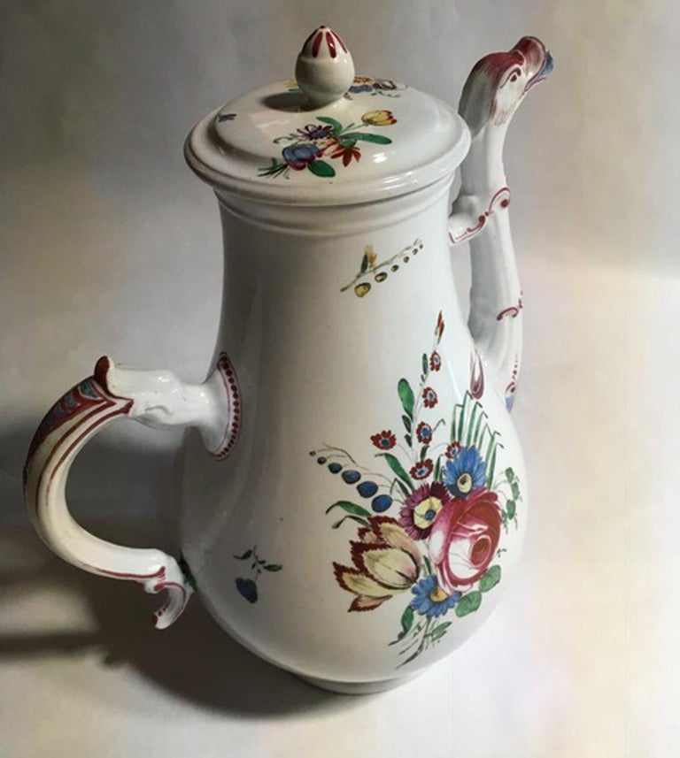 19th Century Richard Ginori Porcelain Coffee Pot with Tulip and Flowers Decor In Good Condition For Sale In Brescia, IT