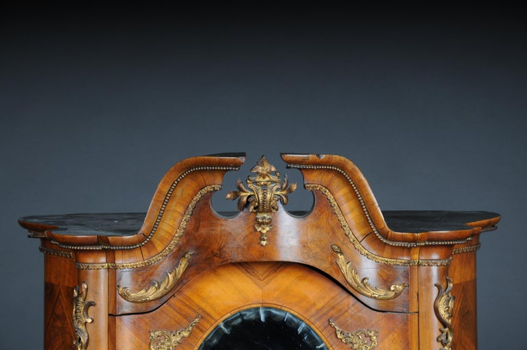 19th Century Rococo Top Cabinet Walnut Root, Germany In Good Condition For Sale In Berlin, DE