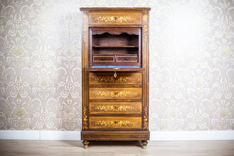 We present you this inlaid rosewood piece of furniture  It is in good condition and has not undergone renovation.
