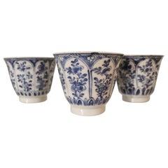 Satz aus Drei China Keramiktassen, 19. Jahrhundert