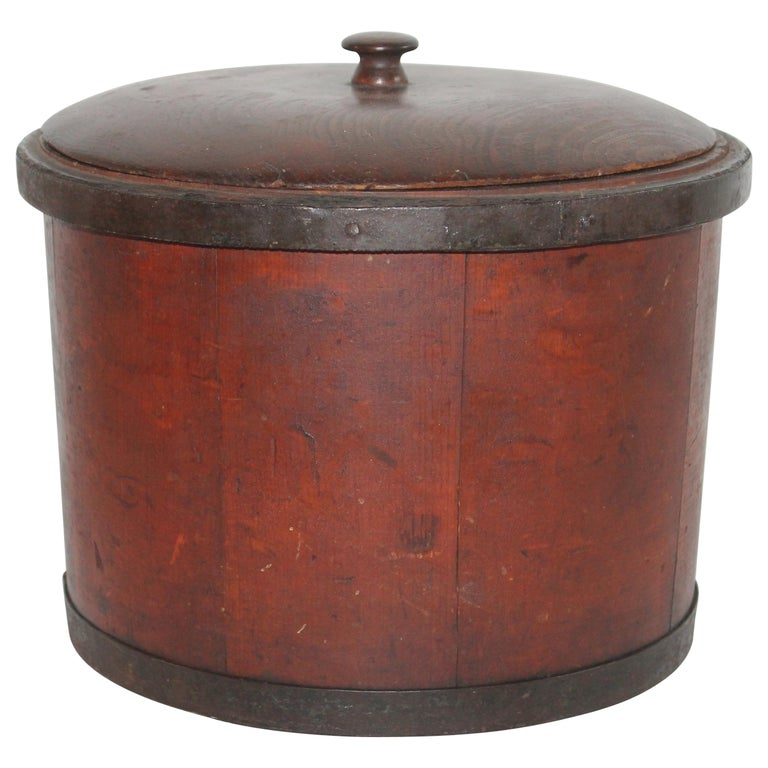 19th Century Shaker Style Container with Lid For Sale
