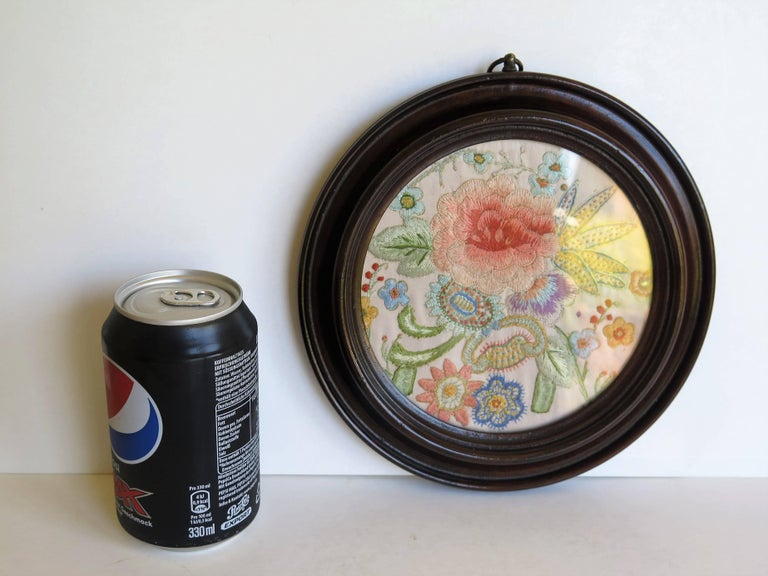 19th Century Silk Embroidered Needlepoint Panel in Original Mahogany Round Frame For Sale 12