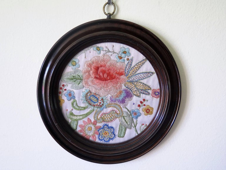 English 19th Century Silk Embroidered Needlepoint Panel in Original Mahogany Round Frame For Sale