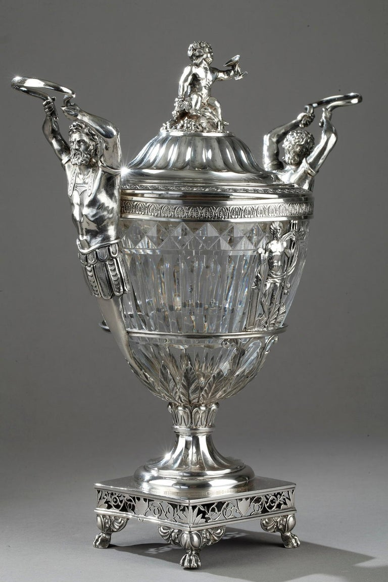 A candy dush in silver and blown crystal cut in oves and cut known as