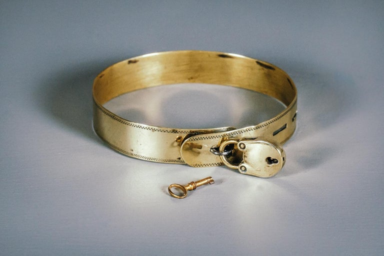 19th Century Small Brass Dog Collar with Original Padlock and Key For Sale 3