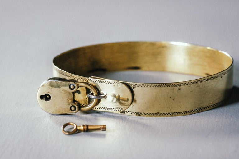19th Century Small Brass Dog Collar with Original Padlock and Key For Sale 5