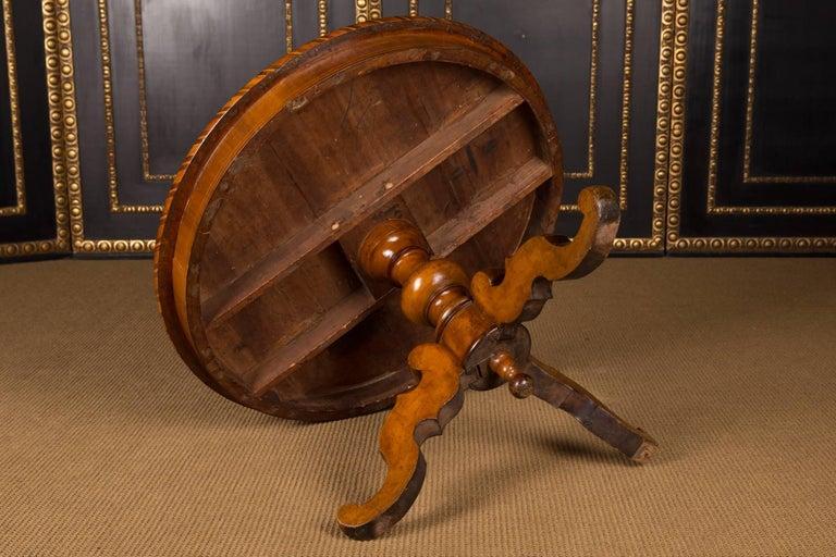 19th Century, South German Biedermeier Marquetry Table Walnut Root Veneer For Sale 4