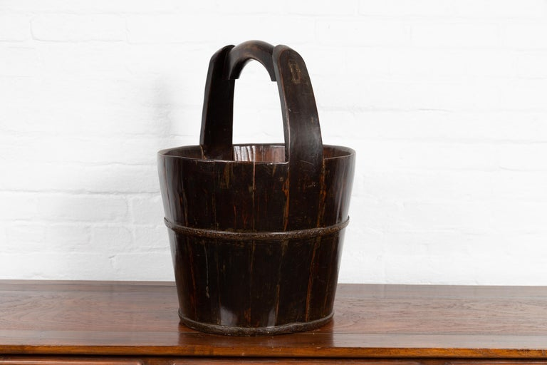 19th Century Southern Chinese Wooden Bucket with Large Handle and Metal Accents For Sale 6