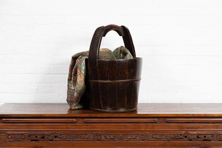 19th Century Southern Chinese Wooden Bucket with Large Handle and Metal Accents For Sale 7