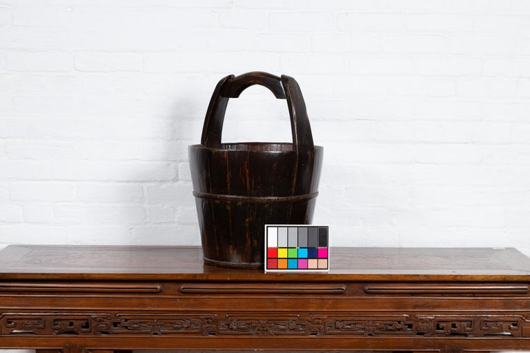 19th Century Southern Chinese Wooden Bucket with Large Handle and Metal Accents For Sale 8