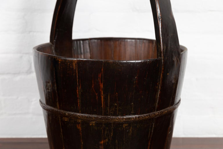 19th Century Southern Chinese Wooden Bucket with Large Handle and Metal Accents For Sale 1