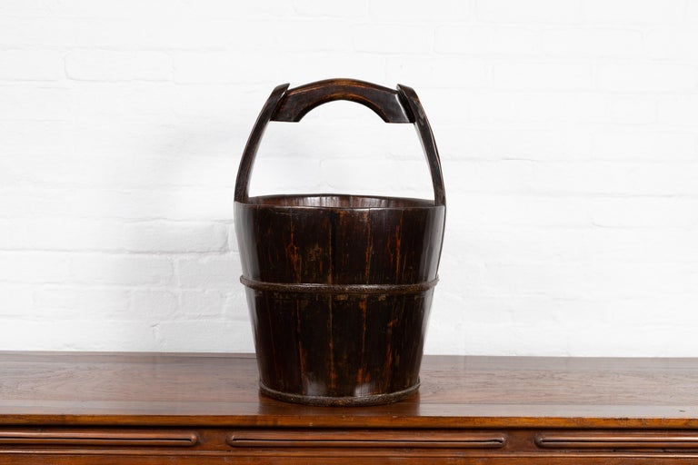 19th Century Southern Chinese Wooden Bucket with Large Handle and Metal Accents For Sale 4