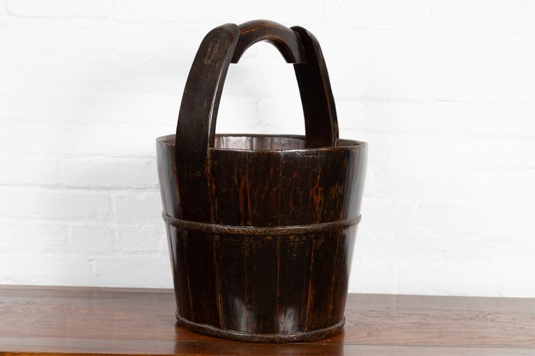 19th Century Southern Chinese Wooden Bucket with Large Handle and Metal Accents For Sale 5