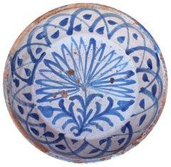 19. Jahrhundert Spanische Fajalauza Weiß und Blau Glasierter Terracotta Teller