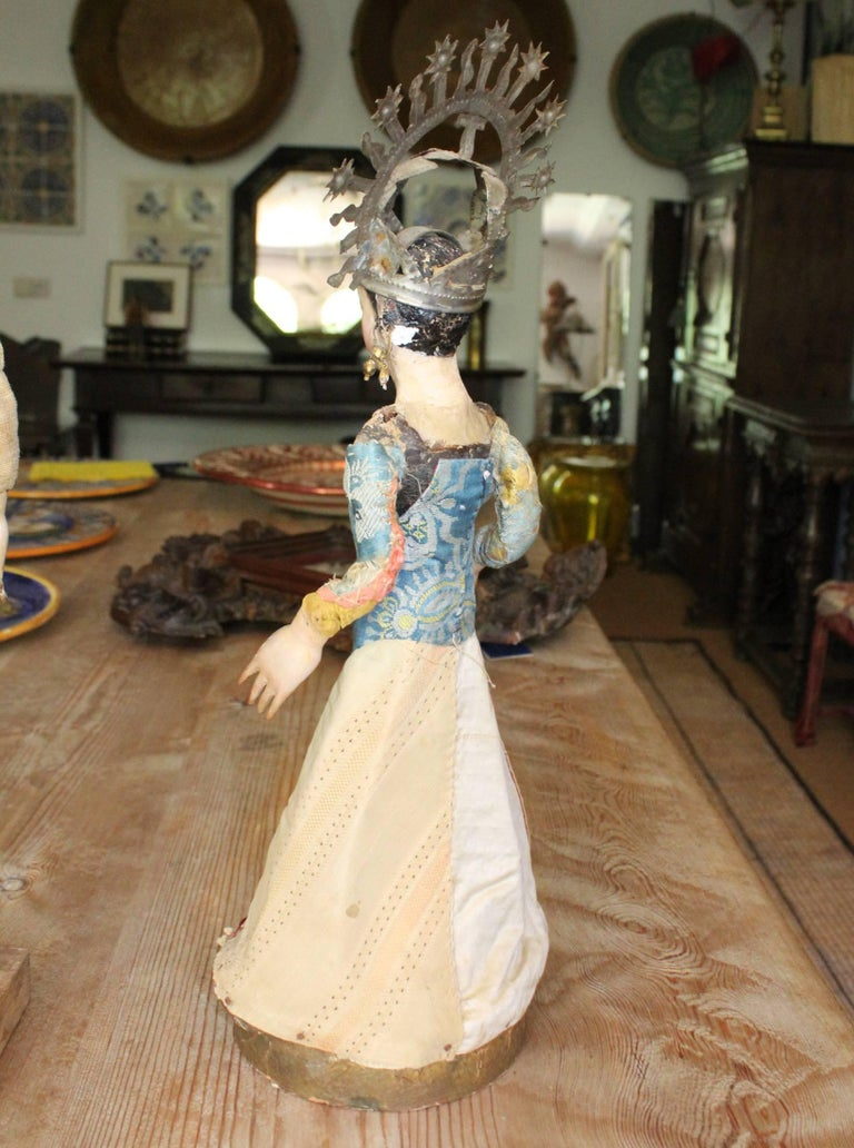 19th Century Spanish Wooden Polychrome Virgin Sculpture with Original Clothing In Good Condition For Sale In Malaga, ES