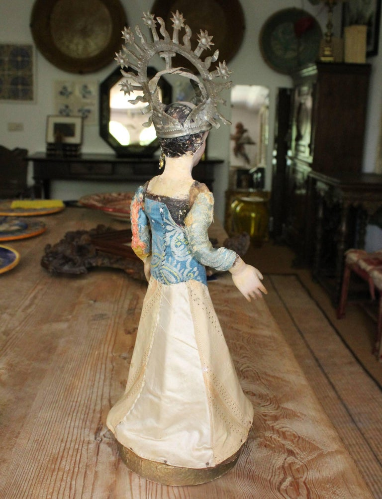 19th Century Spanish Wooden Polychrome Virgin Sculpture with Original Clothing For Sale 1