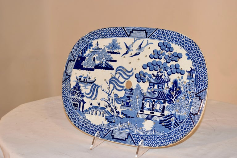 19th century English ceramic drainer in the popular blue willow pattern. Lovely form.