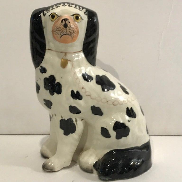 19th Century Staffordshire Seated Disraeli Black and White Spaniel Dogs In Good Condition For Sale In Atlanta, GA