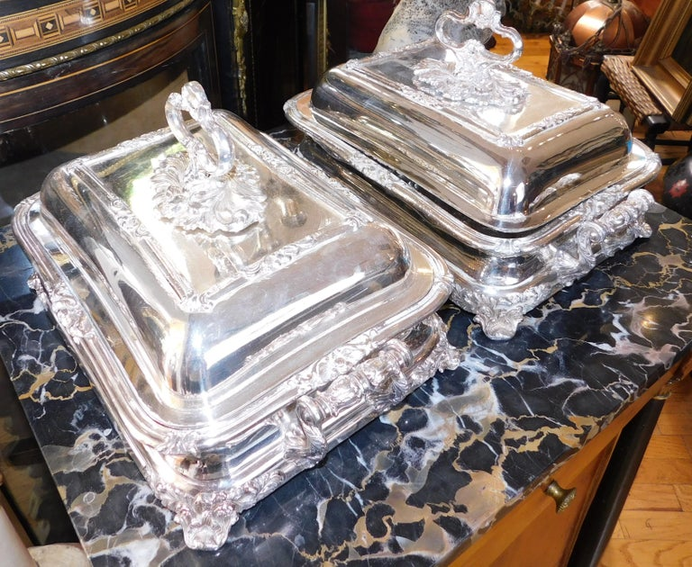 Georgian Pair of 19th Century Sheffield Silver Plated Entree Hot Serving Dishes For Sale
