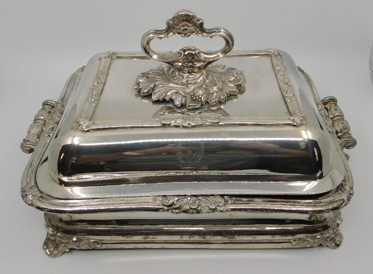 English Pair of 19th Century Sheffield Silver Plated Entree Hot Serving Dishes For Sale