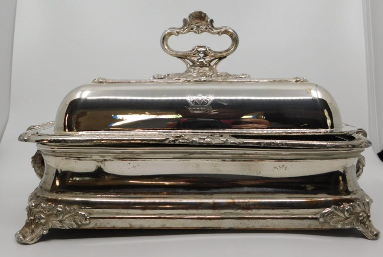 Pair of 19th Century Sheffield Silver Plated Entree Hot Serving Dishes In Good Condition For Sale In Hamilton, Ontario