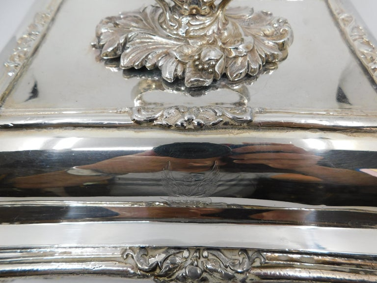 Pair of 19th Century Sheffield Silver Plated Entree Hot Serving Dishes For Sale 1