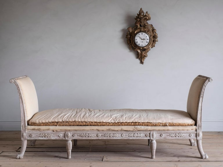 Elegant early 19th century Empire centre sofa / bench / daybed with Fine carvings and shape. Carved on both the back and front and works equally well against a wall or standing freely, circa 1820 Sweden. 