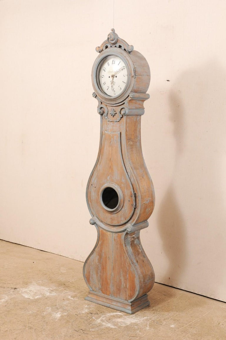 19th Century Swedish Fryksdahl Clock with Nicely Carved Crest and Blue Trim In Good Condition For Sale In Atlanta, GA