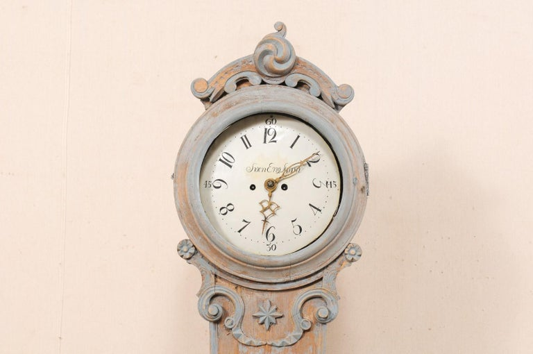 19th Century Swedish Fryksdahl Clock with Nicely Carved Crest and Blue Trim For Sale 1