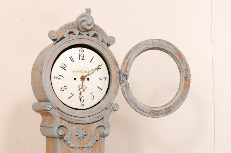 19th Century Swedish Fryksdahl Clock with Nicely Carved Crest and Blue Trim For Sale 2