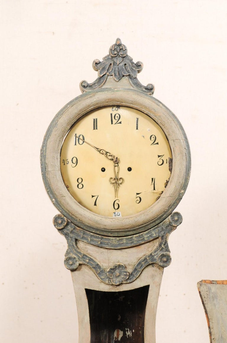 19th Century Swedish Fryksdahl Painted Wood Floor Clock with Carved Crest For Sale 2