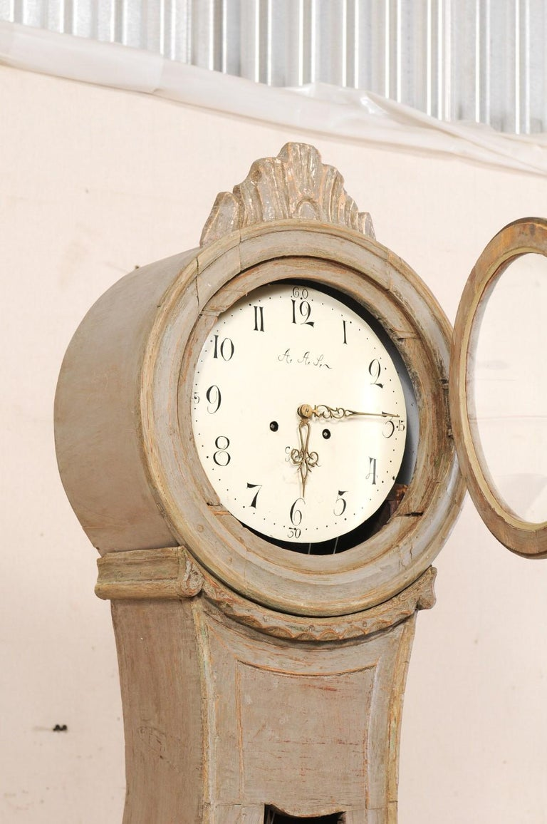 19th Century Swedish Fryksdahl Tall Painted Wood Floor Clock with Carved Crest For Sale 2