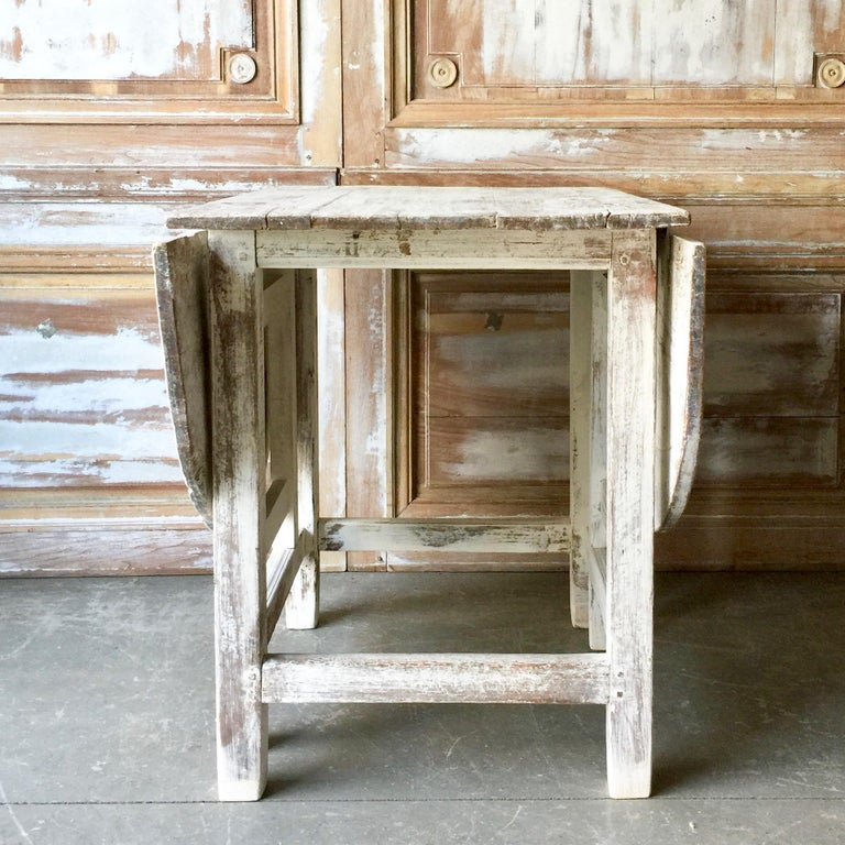19th Century Swedish Gateleg Table In Good Condition For Sale In Charleston, SC