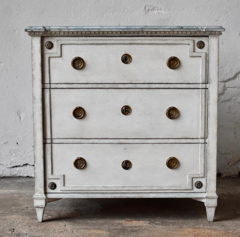 19th century Swedish Gustavian style chest of drawer Excellent patina.