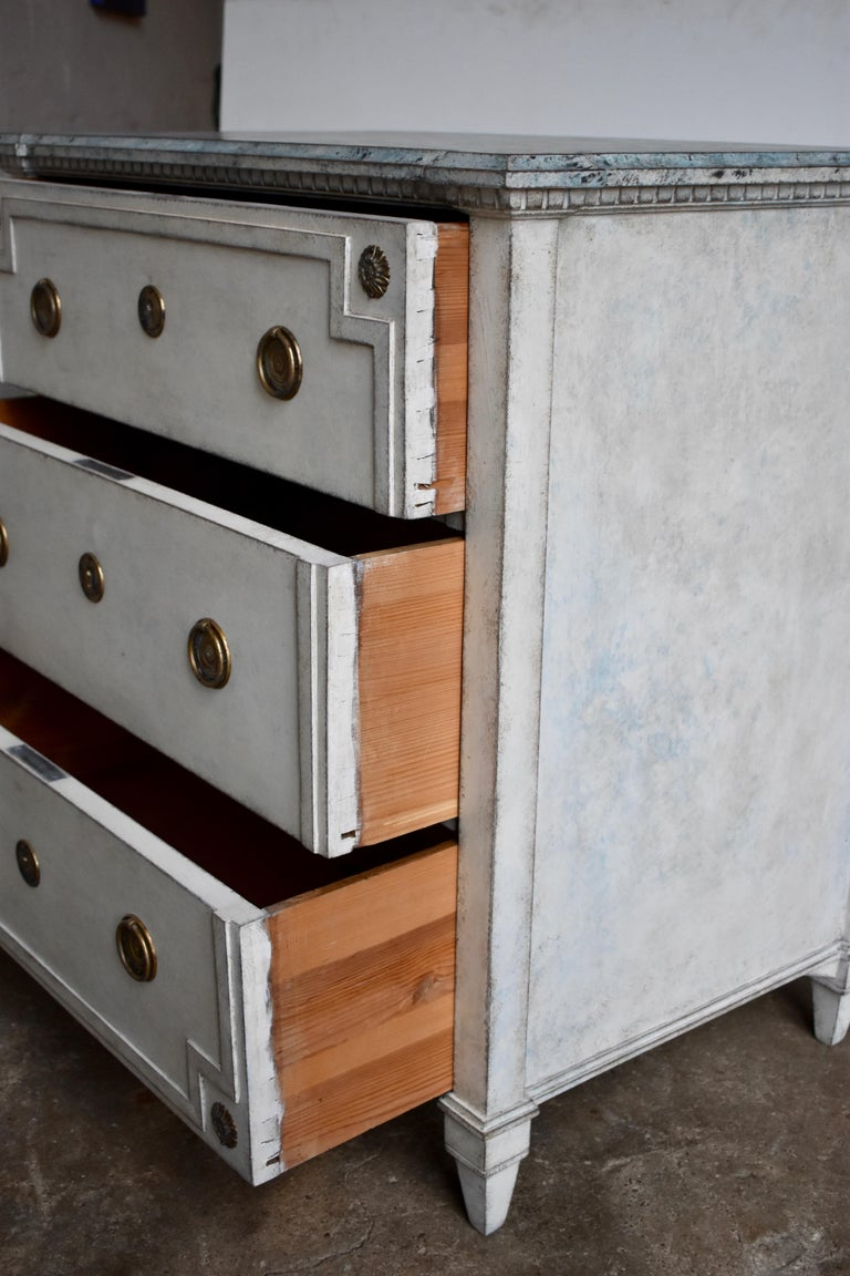 19th Century Swedish Gustavian Style Chest of Drawer For Sale 2