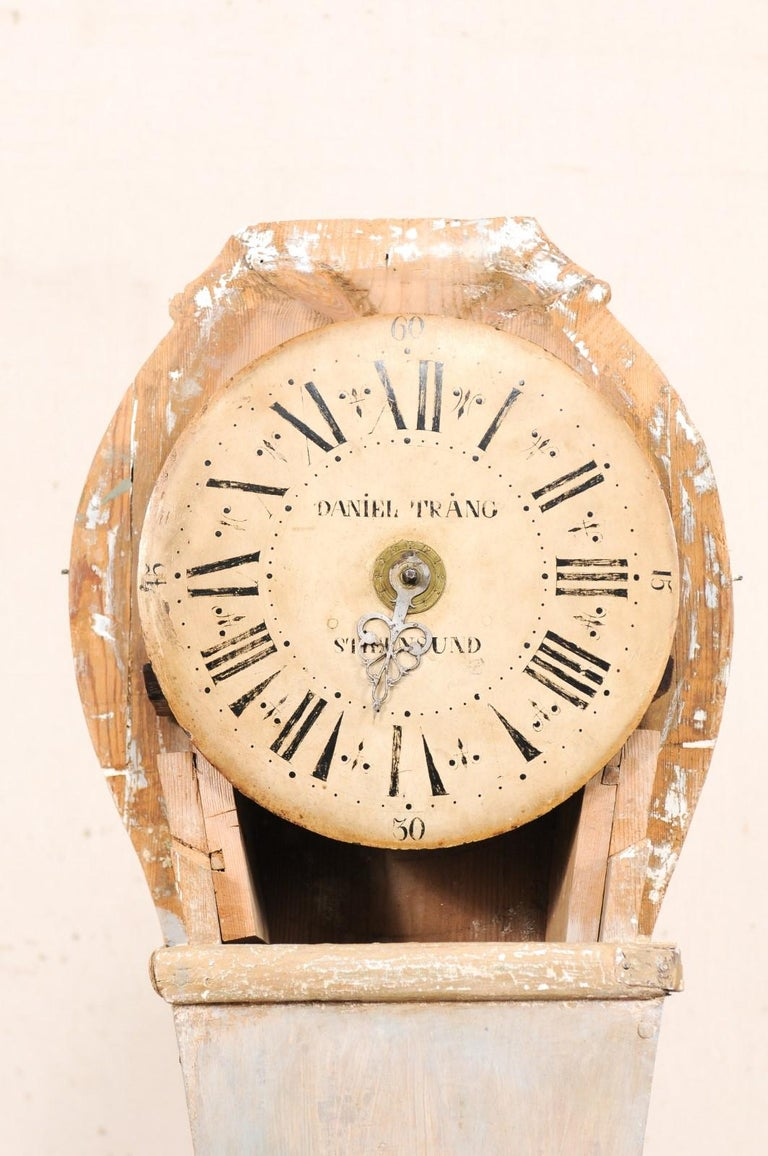 19th Century Swedish Painted Wood Floor Clock in Soft Cream Color For Sale 2