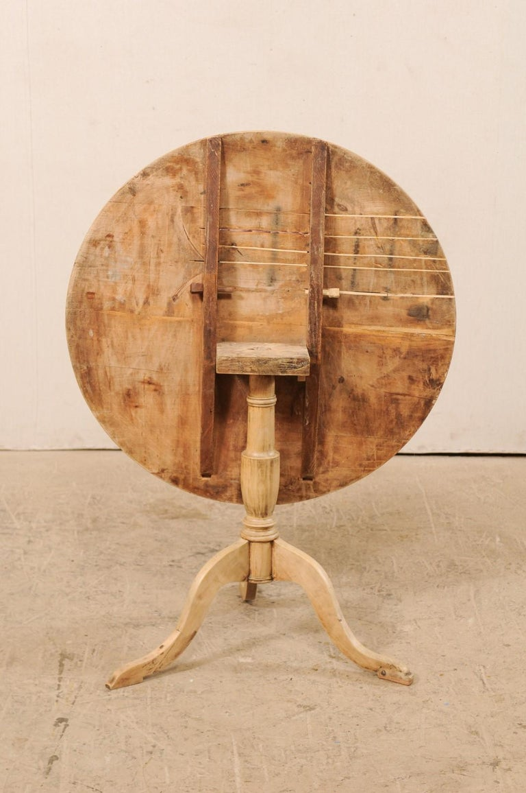 19th Century Swedish Round Bleached Wood Tilt-Top Guéridon Table For Sale 7