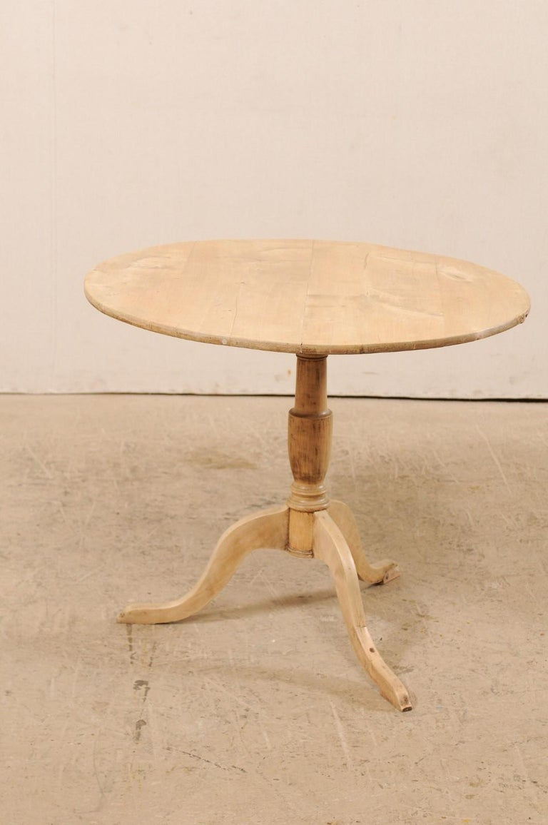 19th Century Swedish Round Bleached Wood Tilt-Top Guéridon Table For Sale 1