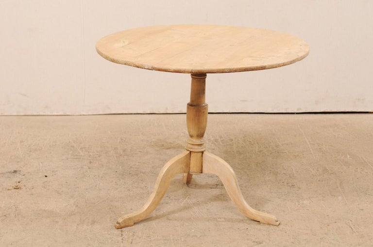 19th Century Swedish Round Bleached Wood Tilt-Top Guéridon Table For Sale 3