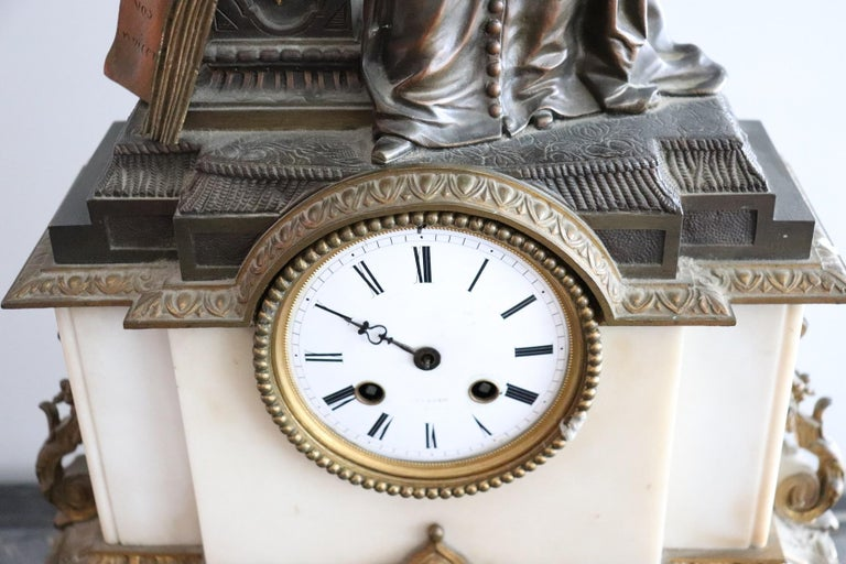 19th Century Table Clock in White Marble and Gilded Bronze In Good Condition For Sale In Bosco Marengo, IT