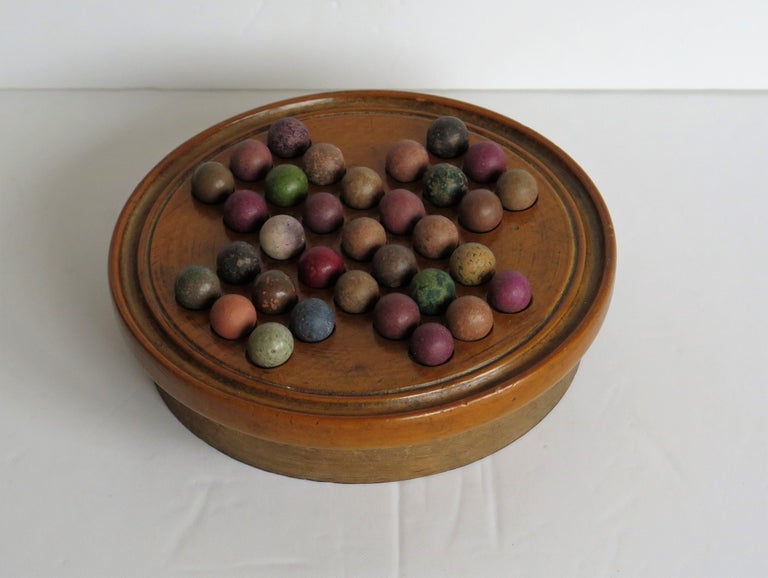 19th Century Travelling Marble Solitaire Game with 33 Handmade Clay Marbles In Good Condition In Lincoln, Lincolnshire