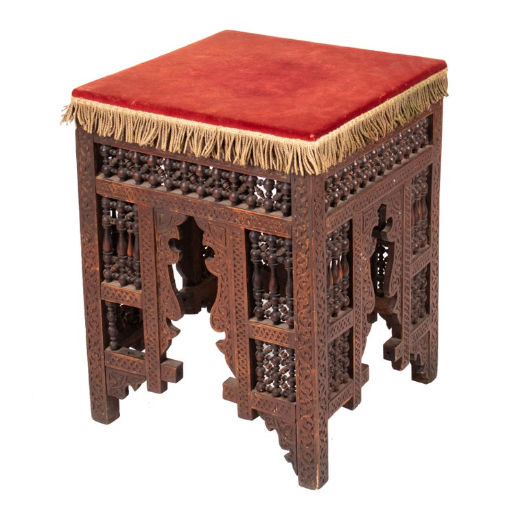 19th Century Turkish Wooden Stool Upholstered in Red Velvet In Good Condition For Sale In Malaga, ES