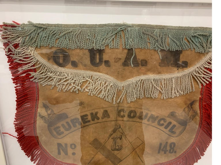 19th Century US Mason's Apron in Leather In Good Condition For Sale In Lambertville, NJ