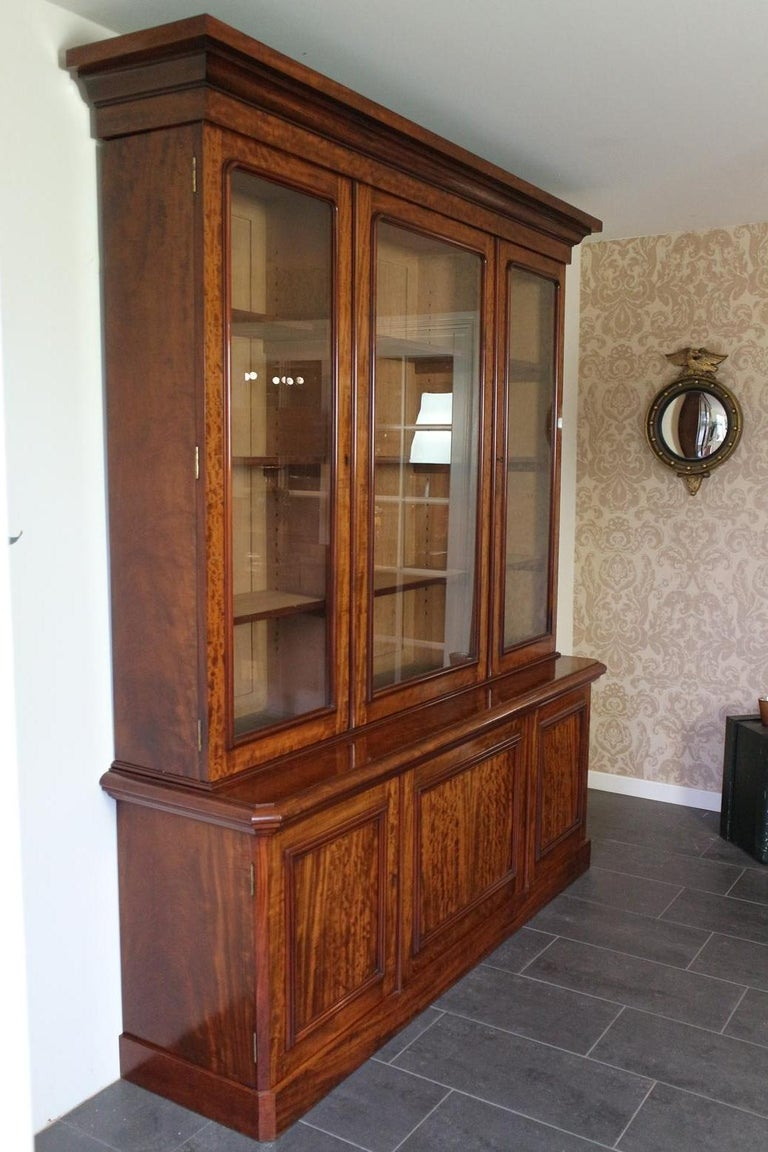 English 19th Century Victorian 6 Door Mahogany Bookcase For Sale
