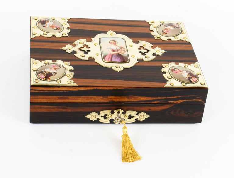 This is a beautiful antique English Victorian coromandel jewellery casket, circa 1880 in date.