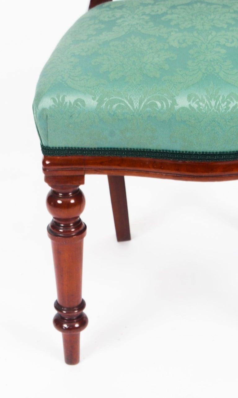 19th Century Victorian Flame Mahogany Dining Table & 14 Antique Chairs For  Sale 13 - 19th Century Victorian Flame Mahogany Dining Table And 14 Antique