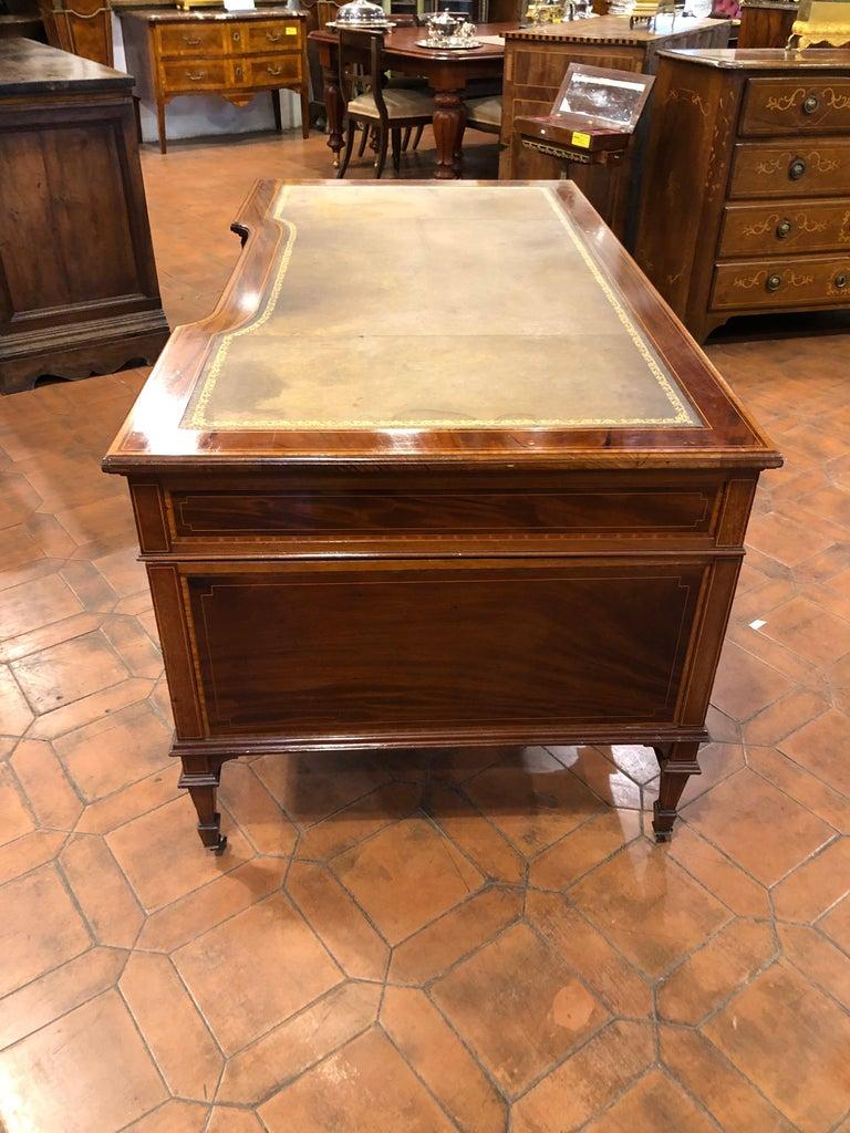 English 19th Century Victorian Mahogany Center Desk, 1890s For Sale