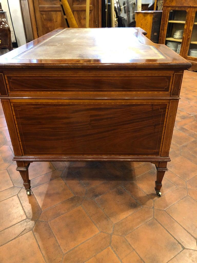 19th Century Victorian Mahogany Center Desk, 1890s In Fair Condition For Sale In Roma, IT