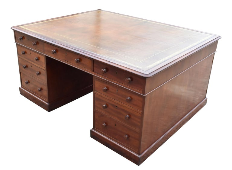 For sale is a good quality Victorian mahogany partners desk, having an inset leather hide writing surface, decorated with gold tooling. This is above three drawers, with a further three drawers on the opposing side. The desk top fits onto two